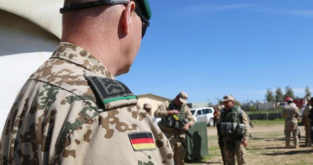 Alman ordusunda aşırı sağcı askerin listesi ele geçirildi