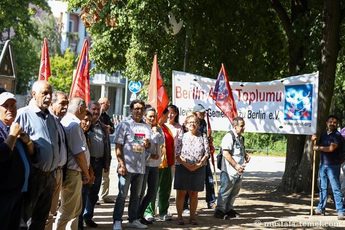 Berlin Büyükelçiliği önünde kayyum protestosu