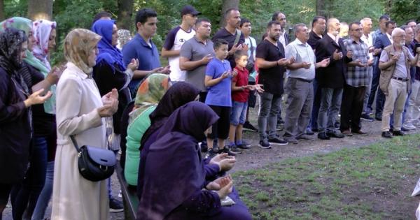 Almanya 'da Toplu Müslüman Mezarlığı Ziyaretleri