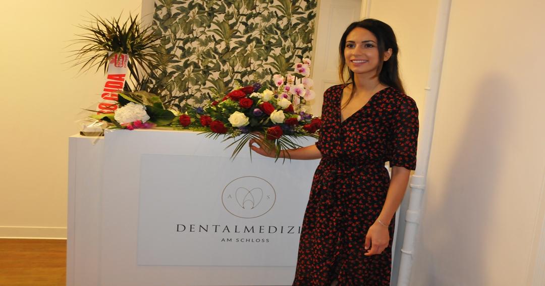 """""""Uyum Kraliçesi' Aylin Selçuk Diş ve Ortodonti muayenehanesini açtı"""