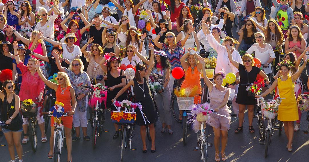 Süslü kadınlar Berlin`e çıkarma yapacaklar