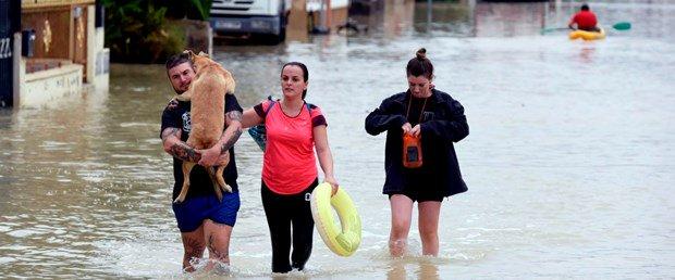 İspanya'da şiddetli yağıştan 6 kişi yaşamını yitirdi