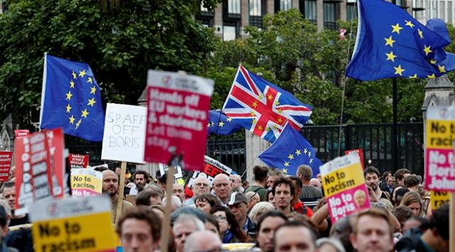 İngiltere'de Brexit kördüğümü siyasi kaosa dönüştü