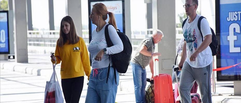 Antalya'dan 4920 turist ülkelerine gönderildi