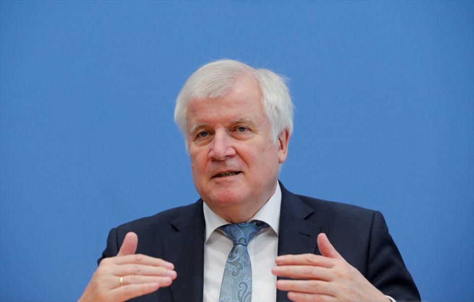 Almanya İçişleri Bakanı Seehofer Türkiye`ye gidiyor