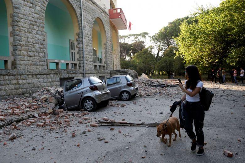 Arnavutluk'da 5.8 büyüklüğünde deprem