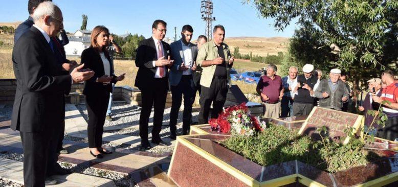 Hasret Gültekin'i mezarı başında ziyaret ettiler