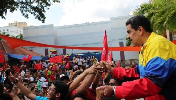 Maduro'dan çete liderleriyle fotoğraf çektiren Guaido'ya: Güneyin Kraliçesi