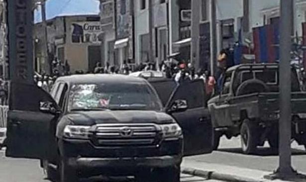 Somali'de Türkiye Maarif Vakfı'na ait araca saldırı