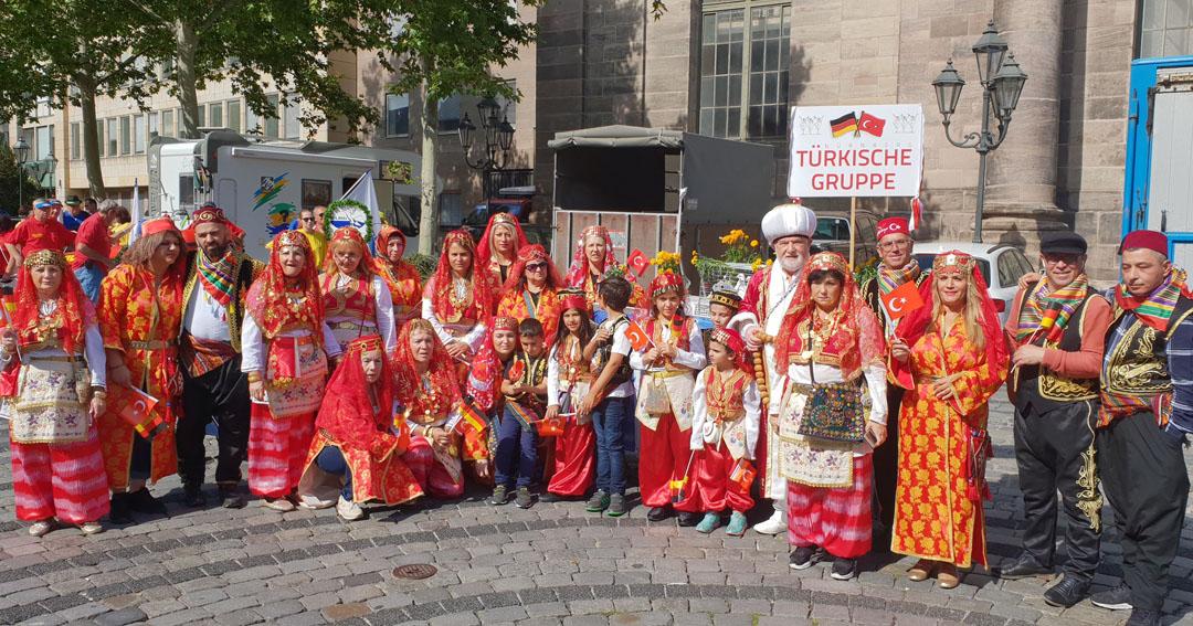Nürnberg Sokakları Altın Kızlar folklor ekibi ile şenlendi
