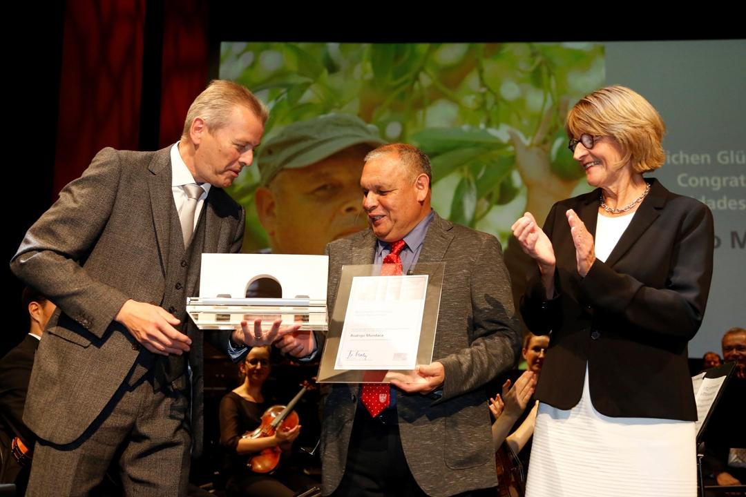 İnsan Hakları ödülü Şili'den Rodrigo Mundaca'ya verildi
