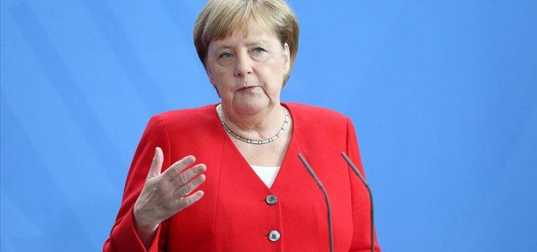Merkel'den ırkçılık ve nefrete tepki gösterin çağrısı