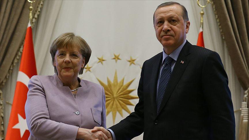 Erdoğan ile Angela Merkel telefonda görüştü