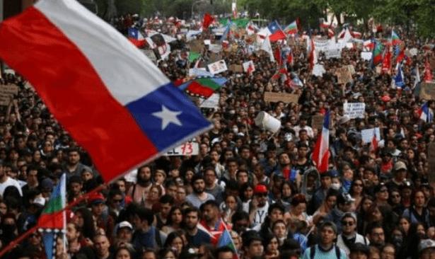 Şili'de 8 bakan görevden alındı