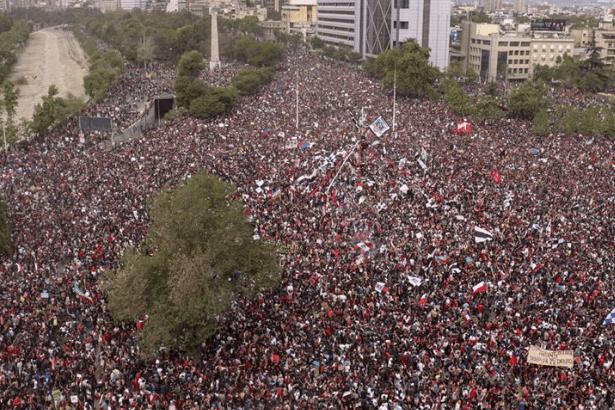 Şili'de eylemler sürüyor: 1 milyonu aşkın kişi yürüdü