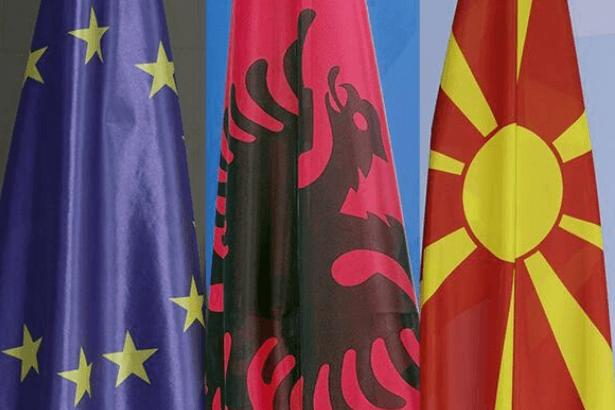 Arnavutluk ve Makedonya'nın AB üyeliğine üç ülkeden itiraz geldi