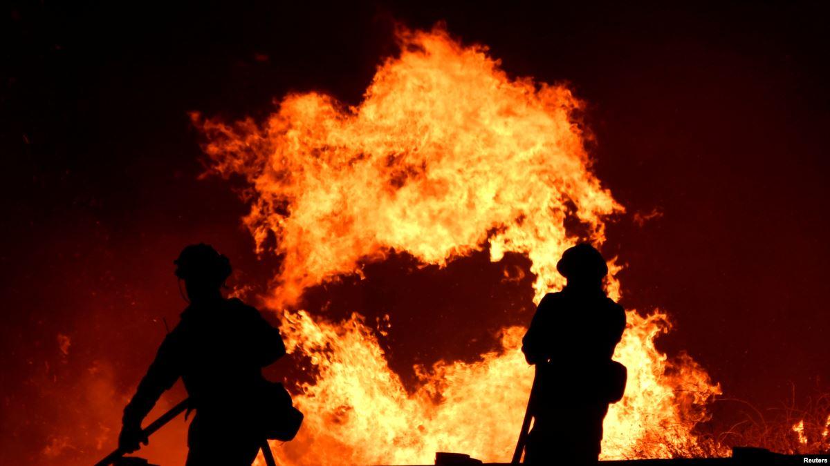 California Yangınlar ve Şiddetli Rüzgarlarla Boğuşuyor