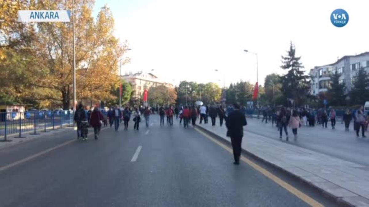 Cumhuriyet Atatürk'e Saygı Mesajlarıyla Kutlandı