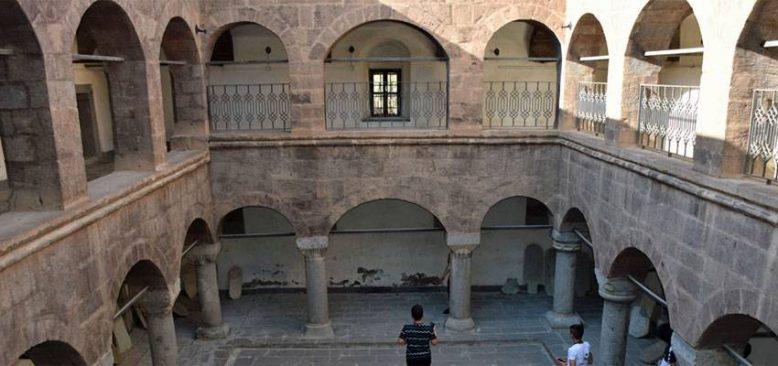 Hakkari'deki tarihi yapılar turizme kazandırılıyor