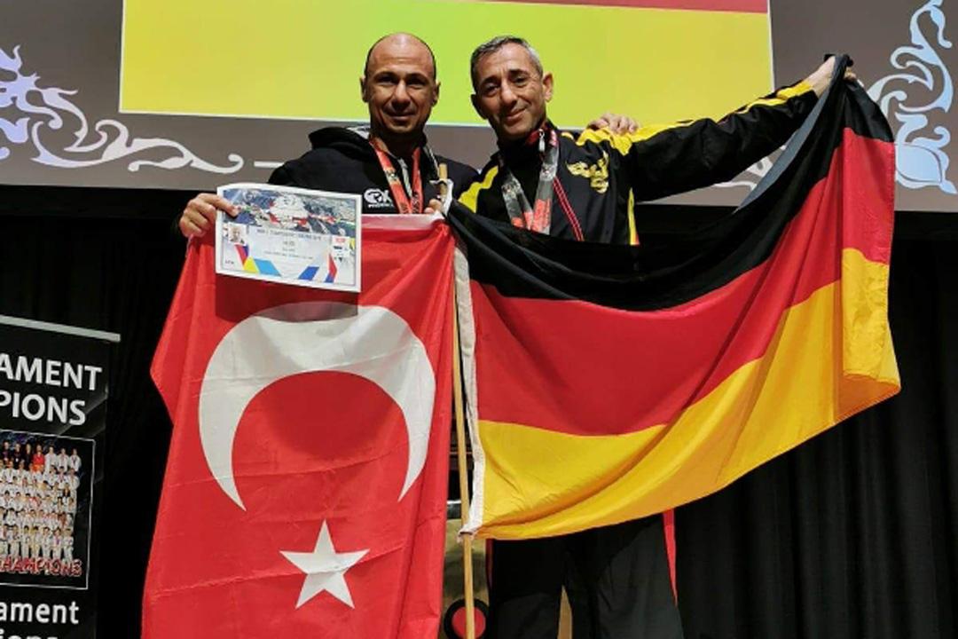 Karate 'de on birinci kez dünya şampiyonu oldu