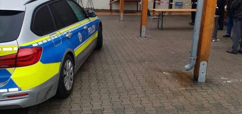 Almanya'da cami dışkı sürülerek kirletildi