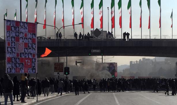 İran'da internete erişim engeli sürecek