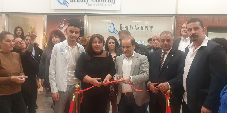Duisburg`ta Güzellik Akademisi açıldı