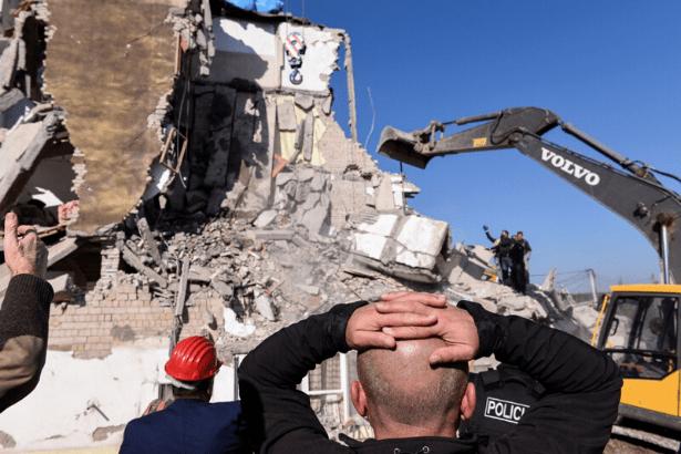 Arnavutluk'ta 5,6 büyüklüğünde deprem