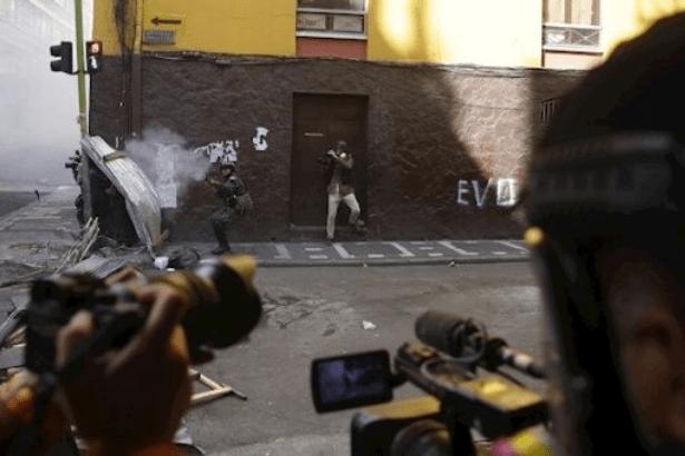 Bolivya'da darbe yanlısı hükümetten Telesur'a engel