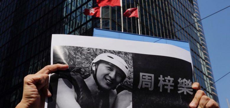 Hong Kong'da Ölen Protestocuyu Anma Töreninde 'İntikam' Sloganları