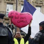 Sarı Yelekliler Eylemlerinin Yıldönümünde Polis Müdahalesi