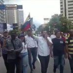 Venezuela'da Muhalefet Sokakta: 'Maduro İstifa Edene Kadar Buradayız'