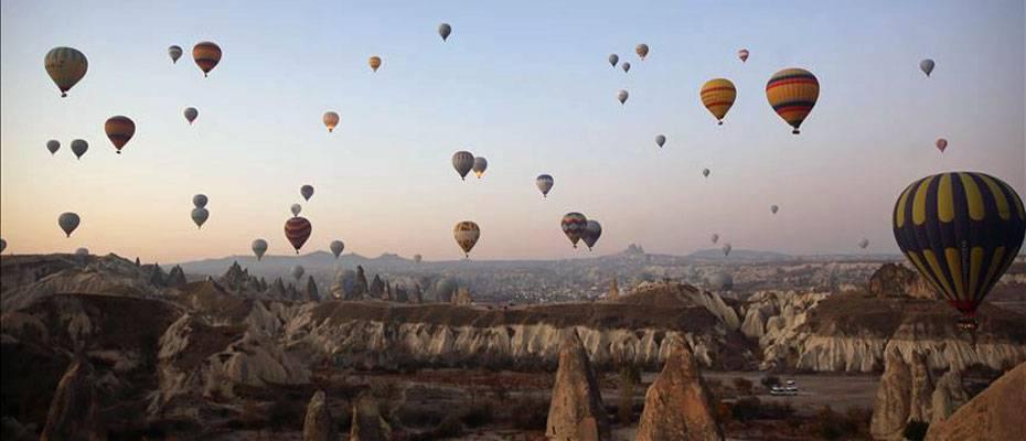 Turistler Kapadokya'yı 4 mevsim balonla keşfediyor