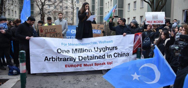 Avusturya'da Çin'in Uygur Türklerine yönelik hak ihlalleri protesto edildi