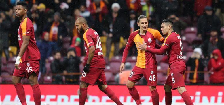 Galatasaray üç puanı beş golle aldı