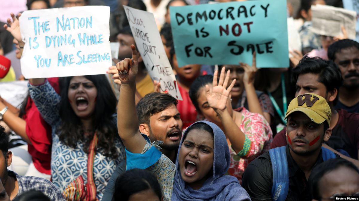 Hindistan'da Müslümanlar'ı Dışlayan Yasaya Tepki Büyüyor