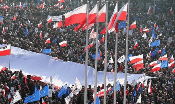 Polonya 'yargı reformu'ndan dolayı AB'den ayrılabilir