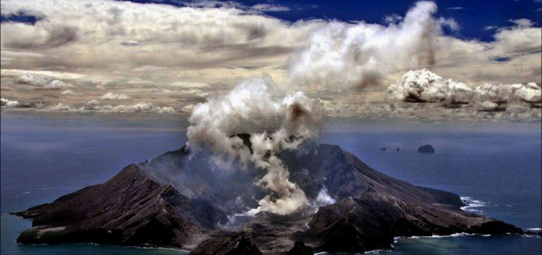 Yeni Zelanda'da Yanardağ Patlamasında Ölü ve Yaralılar Var