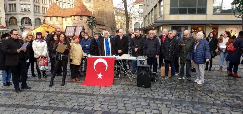 Atatürk 'e saldıran ARD televizyonu protesto edildi