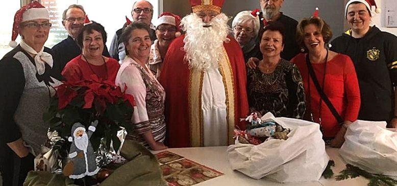 Noel baba oldu, çocukları sevindirdi, Demre'yi tanıttı