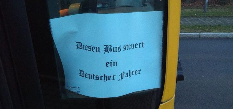 Otobüs kapısına ırkçılığı çağrıştıran yazı yazan şoförün görevine son verildi