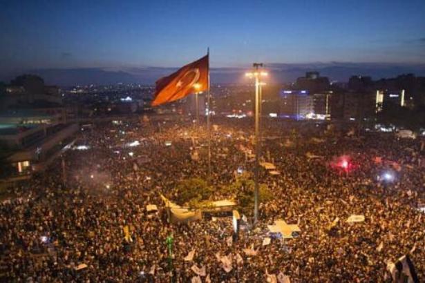 'Türkiye dahil 47 ülkede bu yıl ayaklanmalar yaşanabilir'