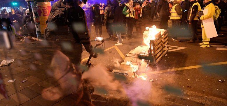 Fransa'da emeklilik reformu karşıtı eylemler şiddete dönüştü