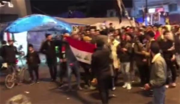 ABD Büyükelçiliği karşısına Süleymani'nin posteri asıldı