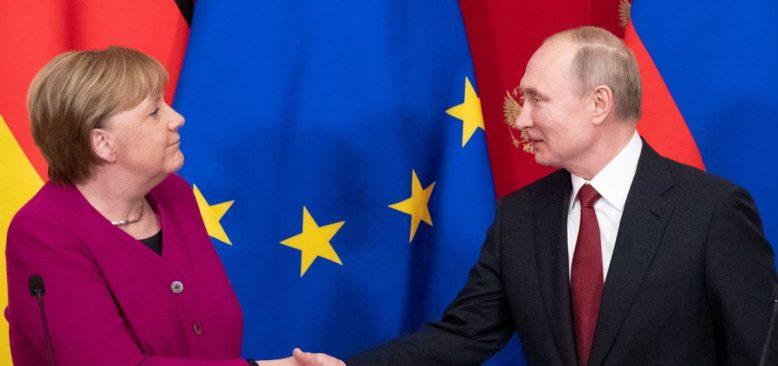 Merkel Moskova'da Putin'le Ortadoğu'yu Görüştü