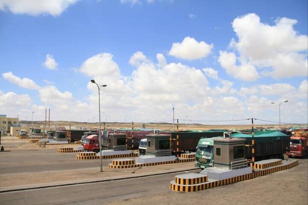 Moğolistan Çin sınırını trafiğe kapattı