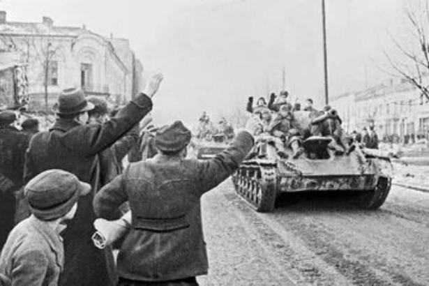 Varşova'nın Alman işgalinden kurtuluşunun 75. yıl dönümünde anti-komünist yalanlar