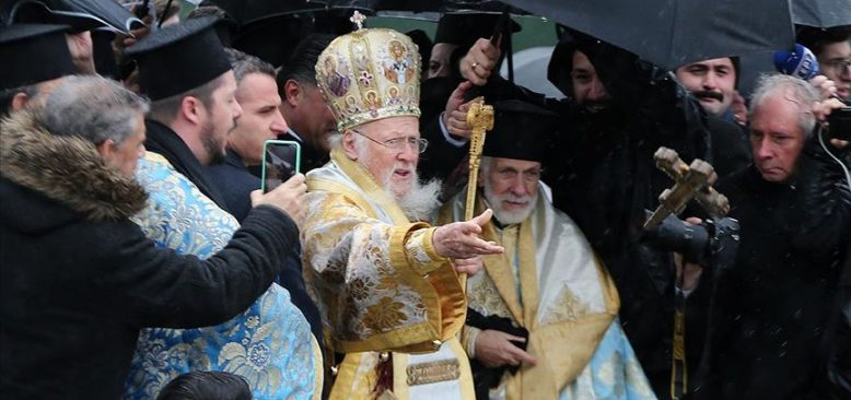 Üsküdar ve Balat'ta denizden haç çıkarma töreni yapıldı