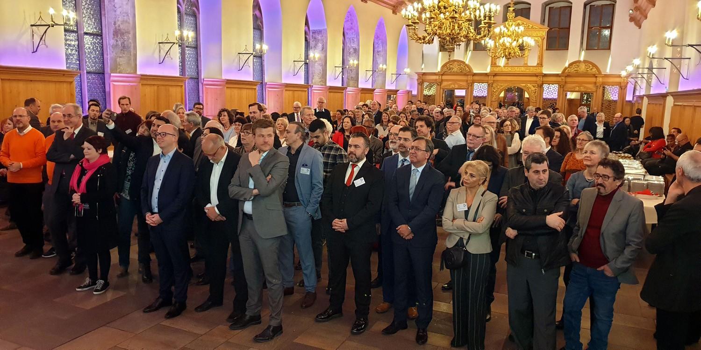 Nürnberg'de çeşitli uluslara mensup insanlar bir araya geldi