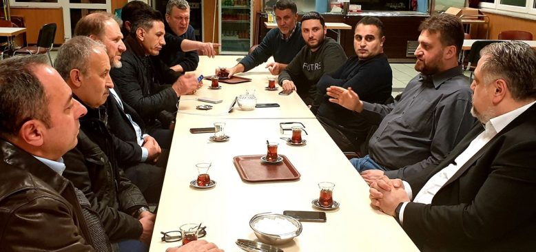 Türk Toplumu: Güvenli bir şekilde ibadet etmek istiyoruz
